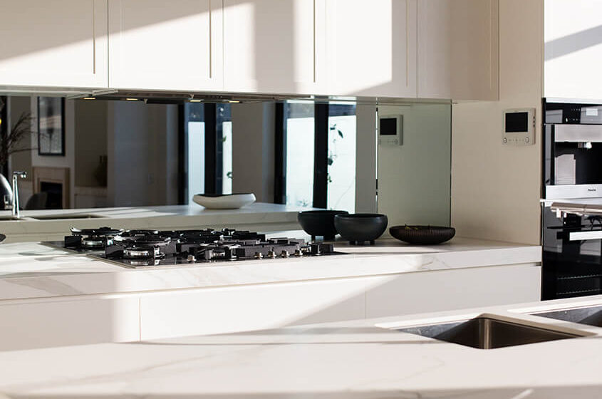 Why you Need a Glass Splashback in your Kitchen